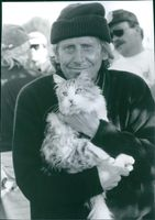 """1997  Close up of Bob Spiers with cat in his arms from the comedy film """"That Darn Cat""""."""