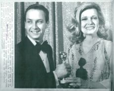 Gena Rowlands, celebrated actress presents the Golden Globe award