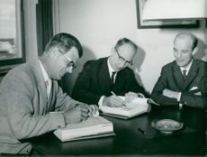 The agreement on turbine delivery to Marviken is signed by Ingvar Wivstad, Dr. Ingvar Jung and Bengt Westerlind