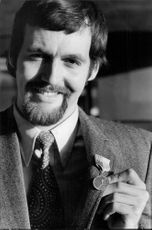 Rolf Edling holds his brace medal