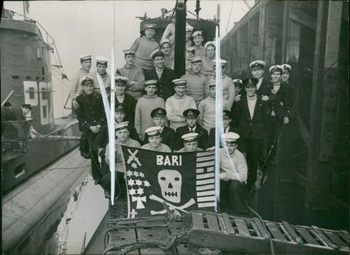 Some of the crew of HMS Unrivalled.