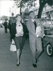 Stewart Granger with Jean Simmons moving on the street.