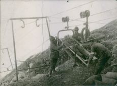 Transfer via a cable car Alpine hurt the mountains of Trentino, 1915.