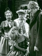 "Inga Gill, Mariann Nordwall (crying), Olle Andersson and Gunnar Sjöberg in ""Herr Dardanell and his upturn in the country"""