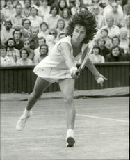 Virginia Wade in the Wimbledon final against Betty Stove