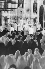 Pope Paul VI offering prayers.