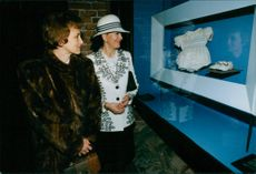 Danuta Walesa and Queen Silvia at an exhibition about military clothing.