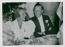 Actress Grace Moore and Prince Carl at a dinner