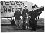 Lillemor Enwall, during a trip to Sundsvall her posing with the crew of Skeppsholmen Airport