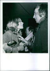 """1971 Sally Claire Kellerman and costume designer DonFeld meeting at the """"Entertainment industry for peace and justice"""" evening at the Beverly Hilton Hotel."""
