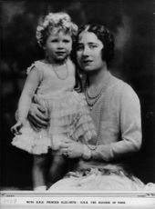 Queen Elizabeth, together with the little princess Elizabeth as a child.