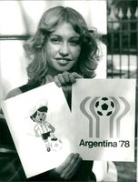 Football. World Cup 1978 Argentina. A hostess shows up the World Cup symbols