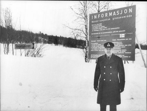 Colonel Tore Hiorth-Oppegaard at the border between Norway and Russia.
