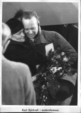 Atlantic aviator Björkvall is greeted by his mother - 14 October 1936
