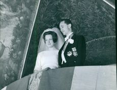 Carlos Hugo and his wife Princess Irene looking down from the terrace of the palace. 1964