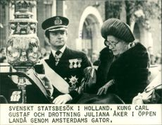 King Carl Gustaf and Queen Juliana ride in open country through the streets of Amsterdam
