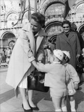 Lee Ann Remick meeting kids.