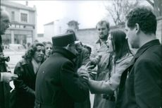 Woman arguing with a man and press reporters recording.