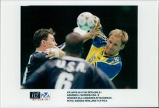 OS Handball Sweden - USA: Sweden's Ola Lindgren attacks
