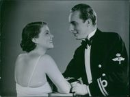 Sickan Carlsson as Britta Birke and Arnold Sjöstrand as Lieutenant Tore Kinell striking a pose in the film Klart till drabbning (Clearly the clash), 1937.