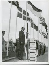 OS in Helsinki. The Swedishman Bo Ekelund speaks at the ceremony then p. A. The Swedish flag was hoisted in the Olympic village