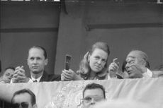 Princess Irene of the Netherlands and Duke Carlos Hugo watching a show outdoor. 1968.