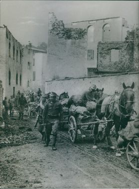 Soldiers with their horses carrying a cart's during First World War, 1935.