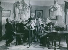 Gideon Wahlberg, Gösta Gustafson, Carl Lind Barck, Helge Hagerman and Ake Engfeldt in the film Kvartetten som sprängdes (The quartet that blew up), 1936.