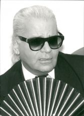 Karl Lagerfeld with sunglasses, braid and sun spring