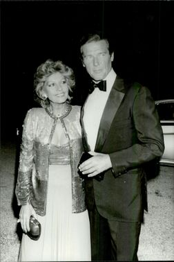 Roger Moore with his wife Luisa Mattioli at Cartier Perfumes Gala Dinner at Parc de l'Orangerie