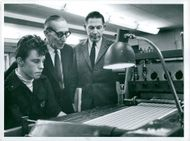 Nils Hesset at the perforation check on the stamp printing together with the printing engineer Arthur Bodin and the city council director Per Pååg at Posten's stamp printing