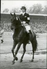 Danish Lise Hartel to horse during the rider Olympiad 1956