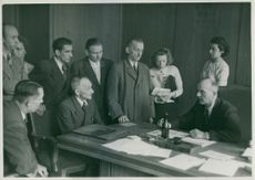 Wilhelm Freitag discussing with other businessmen.