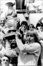 Martina Navratilova proudly holds his cup after winning the match at Stade Roland Garros