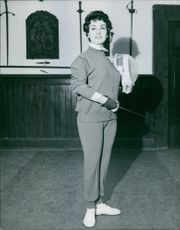 Silvana Pampanini at Fencing School.