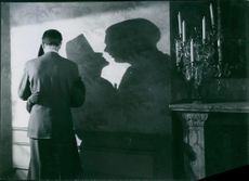 """Håkan Westergren in a romantic scene with Marianne Aminoff from the film """"One, But a Lion"""". 1940."""