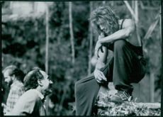 Sam Weisman talking to Brendan Fraser on the set from the film George of the Jungle, 1997.