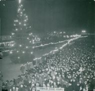 The torch crosses through the city to the main square where large masses arrived when Sävsjö became a city in 1947.