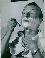 Emilio Schuberth photographed shaving his beard.