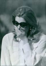 Melina Mercouri griefing at the funeral of a young Milan Girl. Milan, 1970.
