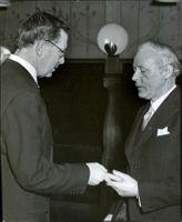 Crown Prince Gustaf Adolf handed over a commemorative poster to Communist Gabriel Grefberg at the Society for Homebuilding Autumn Meeting in Nyloftet