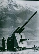 In the vast mountains of the Balkans. The German flakgeschütz is equipped with protective shields for the earth. The number on the pipe is the number of the send