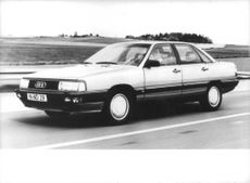 Audi 200 on the move.