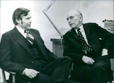 Alec Douglas-Hume and Mr. E. Agustsson having a conversation.