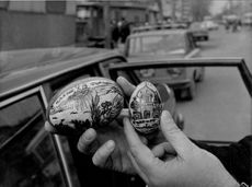 Easter eggs with Christian inscriptions and messages are sold more or less visibly on markets in Moscow.