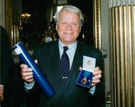 Lasse Lönndahl received a medal from the king