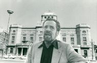 Erland Josephson in front of his workplace Royal Dramatic Theater, more famous as the Drama.