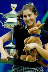 The tennis player Monica Seles with poker and gosedjur kangaroo after the victory in the Australian Open 1996