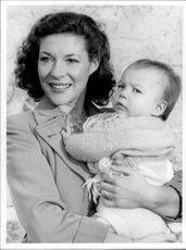 Portrait image of actor Carol Drinkwater taken in an unknown context.