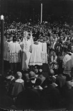 Pope Paul VI surrounded by people.